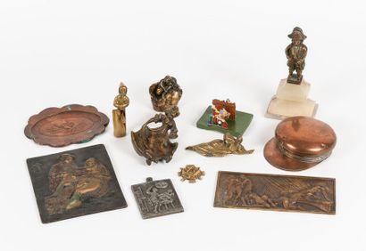 Lot de divers objets en cuivre, bronze ou...
