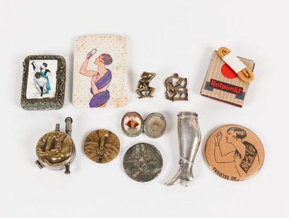 Lot de petits objets divers à décor érotique...