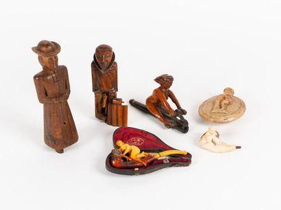 Lot de six objets divers à sujet érotique...