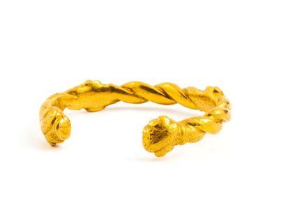 Bracelet ouvert en or massif (min 750). Il...