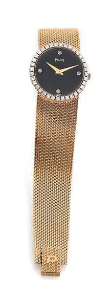 PIAGET Montre bracelet de dame en or jaune (750). Boîtier rond, lunette ornée de...