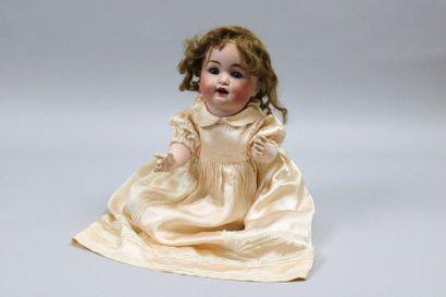 Bébé Caractère allemand, tête en porcelaine,...