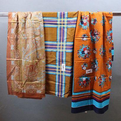 Yves SAINT LAURENT  Lot de 3 châles en coton...