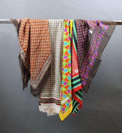 Yves SAINT LAURENT  Lot comprenant 1 écharpe...