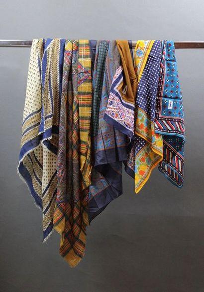 Yves SAINT LAURENT  Lot de 2 foulards en...