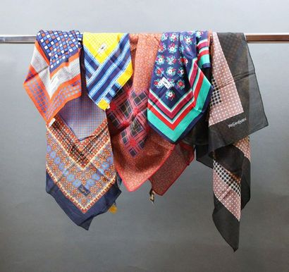 Yves SAINT LAURENT  Lot de 3 foulards en...