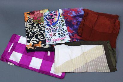 Lot de 11 pièces dont 1 foulard Balenciaga...
