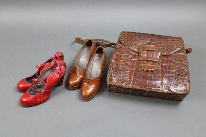 Deux paires de souliers, rouge et marron...