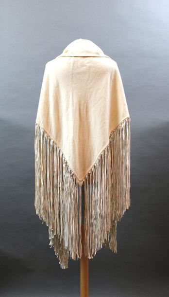 HERMES  Châle ou Pointe en laine écrue, franges...