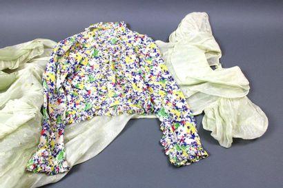 Anonyme, années 1930  Lot contenant une robe...