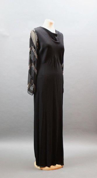 Robe longue fourreau en crêpe noir, manches...