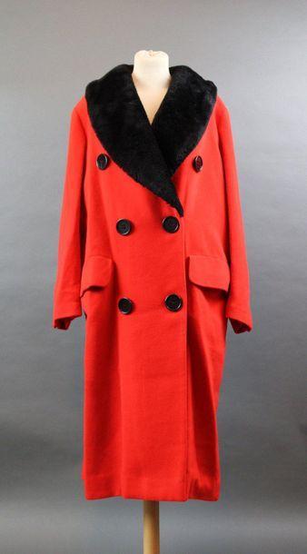 Georges RECH  Manteau en lainage rouge, col...