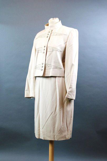 Louis FERAUD  Lot de trois tailleurs jupes...