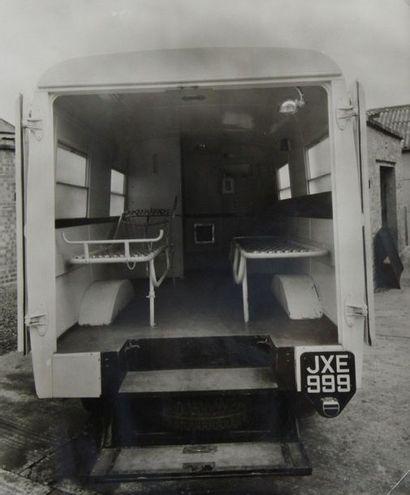 Photographe non identifié. Corbillards réfrigérés. Circa 1950. Ensemble de neuf...