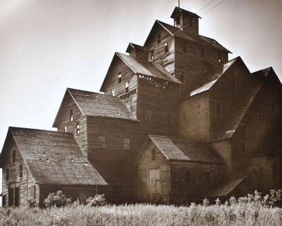 PAYSAGES, INDUSTRIES, USINES, ARCHITECTURE (sur les thèmes de). Circa 1950-80. Un...