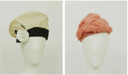 Jean PATOU Haute couture  Lot de deux chapeaux,...