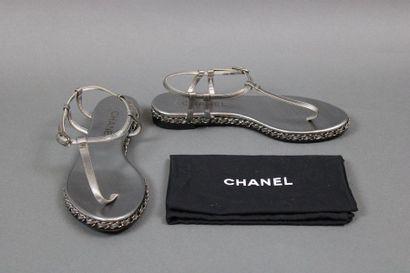 CHANEL  Paire de sandales à entre-doigts...