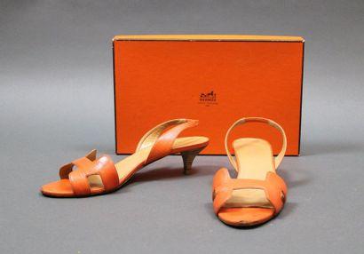 HERMES  Paire de sandales «Oran» à petits...