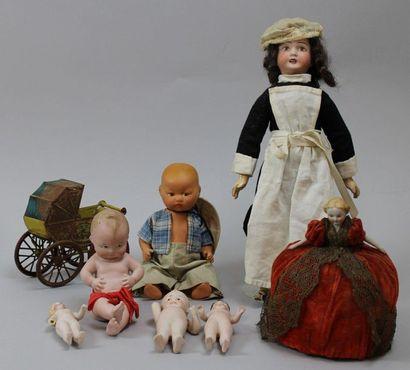 Lot de 7 poupons et petites poupées en biscuit...