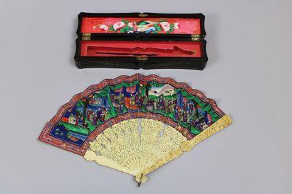 Eventail, Chine, XIXème siècle, monture finement...