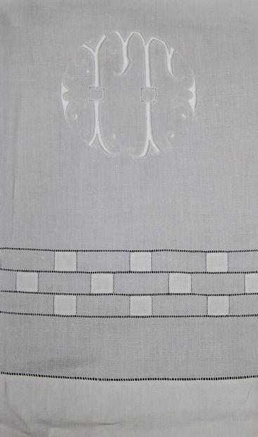 Lot de 4 draps en fil de 2m30, jours croisé et incrustation de Venise, jours grille...