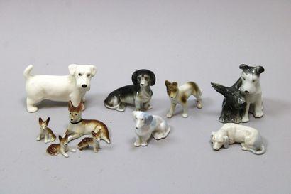 Lot de 7 chiens en porcelaine dont 1 mère...