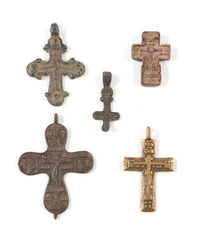 Cinq croix. L'une : Russie de Kiev, XIe-XIIe...