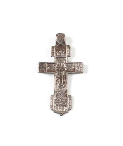 Croix en argent. Tver, XVIe s.  4 x 2,4 cm....