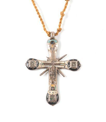 Croix en argent émaillé. XVIIIe s.  5,3 х...