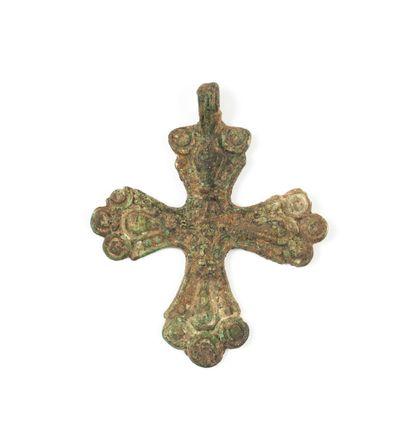 Croix de type scandinave. Xe - XIIe s.  Bronze....