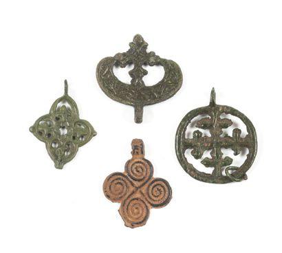 • Croix recroisetée dans un cercle ; anneau....