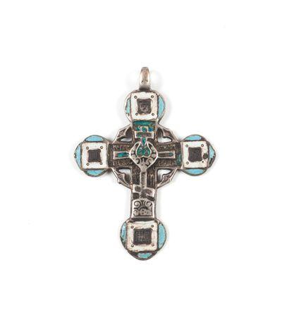 Croix en argent émaillé. XVIIIe s.  6 х 4,5...