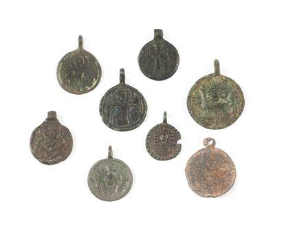 Huit médailles. XIIe-XVIIe s.  Bronze.  ...