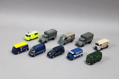 Lot de 17 véhicules dont 2 estafette Michelin...
