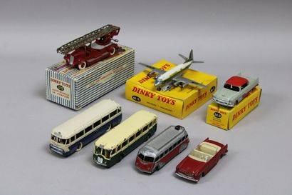 Lot 7 véhicules (DINKY TOYS F) dont 1 Plymouth...