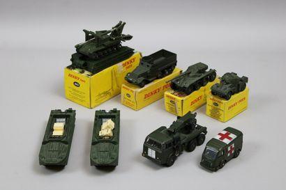 Lot de 8 véhicules militaires (DINKY TOYS...
