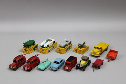 Lot de 13 véhicules (DINKY TOY Road Racer...
