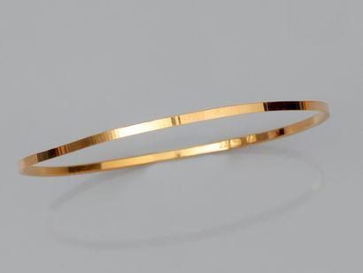 Fin bracelet rigide en or jaune 750°/°° (18K)....