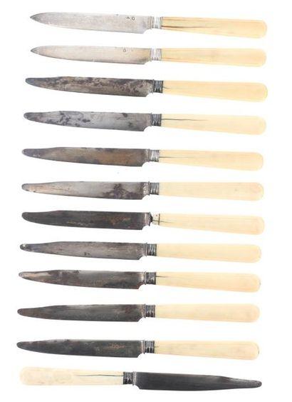 Série de 10 couteaux à fromage et 2 couteaux...