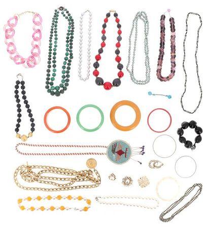 Très important lot de bijoux fantaisie divers...