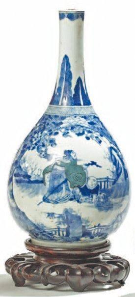Vase de forme bouteille en porcelaine décorée...