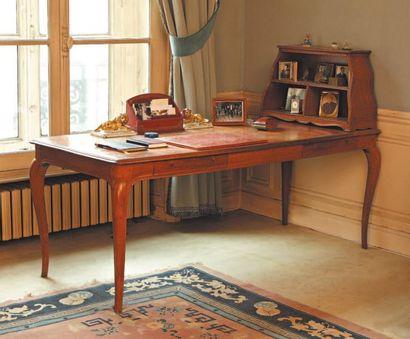 Bureau plat et son cartonnier en chêne naturel...