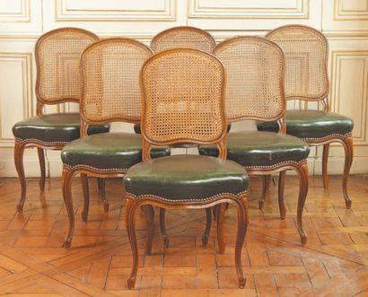 Suite de six chaises à dossier plat en anse...