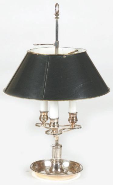 Lampe-bouillotte en bronze argenté, elle...