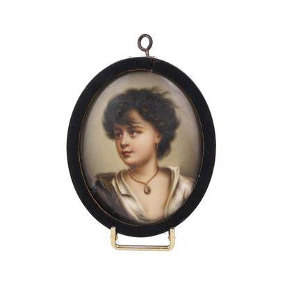 Miniature sur porcelaine  Portrait d'une...