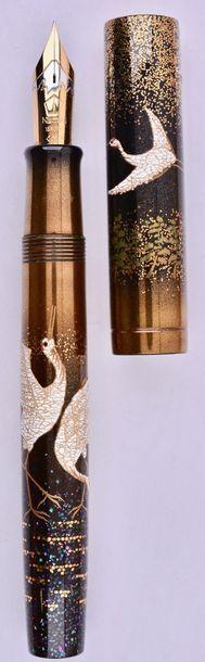 NAMIKI Grues, stylo plume Empereur, en ébonite...