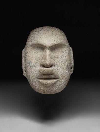 Masque cultuel présentant le visage d'une...