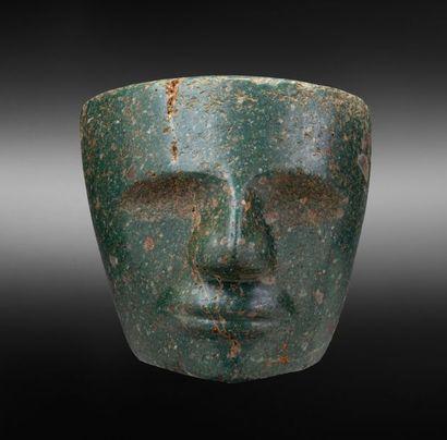 Masque sculpté du visage d'un dignitaire...