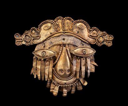 Magnifique masque en or, il représente le...