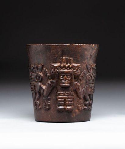 Kero cérémoniel sculpté en ronde bosse d'un...
